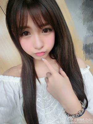 【清楚系ビッチ】海外SNSで見つけた綺麗なお嬢さん画像!