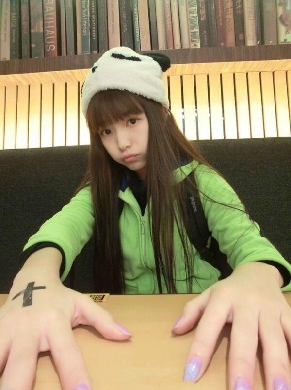 (純粋系ビッチへの道)クロ髪美10代小娘の初々しいパンツ丸見ええろ自撮りがいいね☆