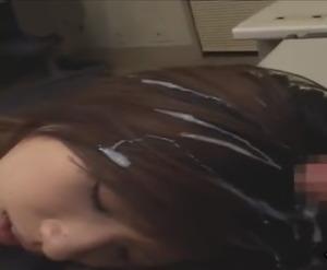 【OLビッチ】髪の毛にべっとりザーメンぶちまけるがエロい動画w