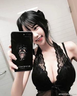 台湾の清楚系美少女&ボイン系美人画像!自撮りに水着www