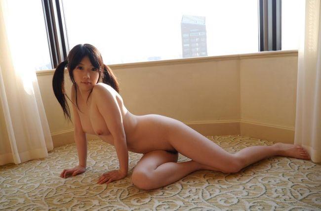 露出するのJK高校生がジュニアアイドルの挿入待ちよつんばい尻の画像