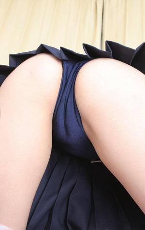 ブルマのお尻にグっとくるプリケツ画像!お菓子系グラビア!