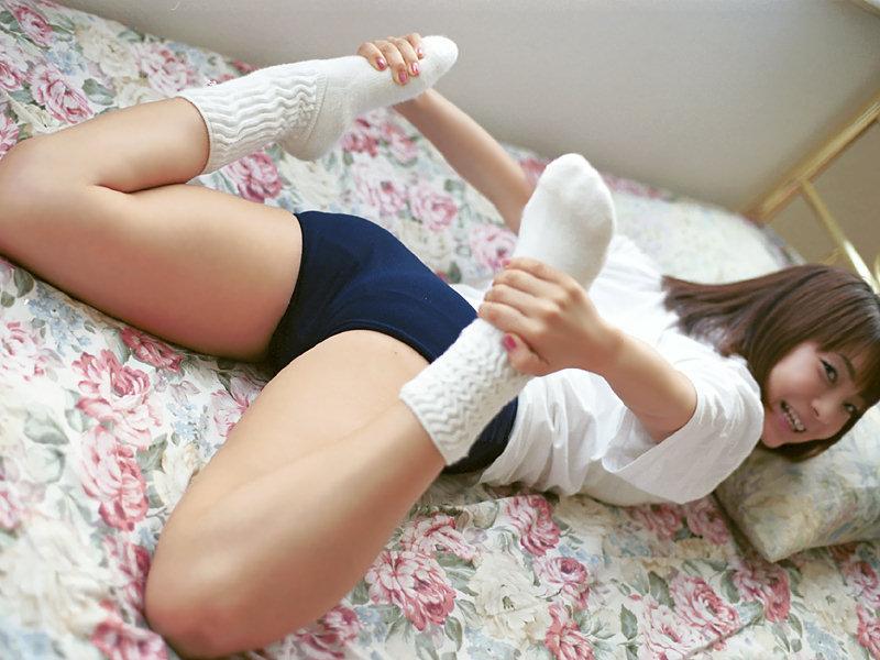 体操服ブルマ女子のムチムチとすべすべな太もも画像!