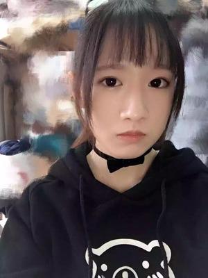 【素人ビッチ】この美少女がエロ自撮りで乳首露出サービス!