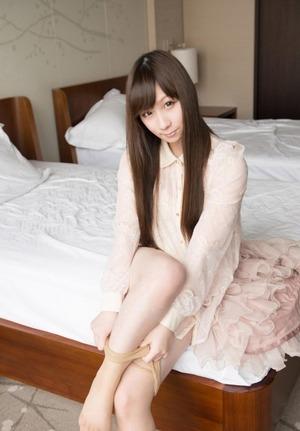 黒髪ロングヘアの癒し系美少女が「おち○ぽだいしゅき!」ラブラブセクロス!!32枚