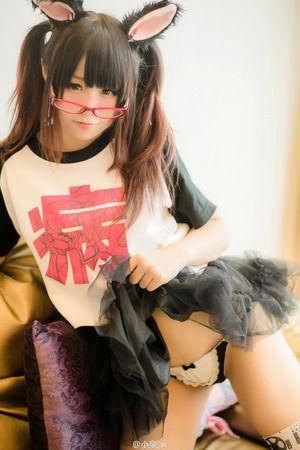 【コスビッチ】ツインテメガネに獣耳!オタ受け要素満載の美少女エロ画像w