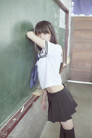 【清楚系】みんな大好きな清く正しい美少女JKの透明感あふれる画像!