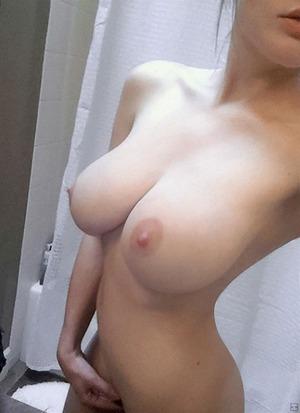selfie_breast90317002