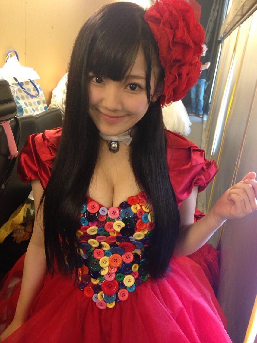สาวญี่ปุ่นหน้ากลม นมมหาลัย