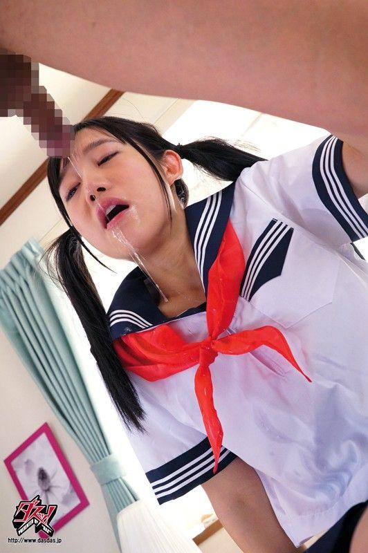 制服スカートのJC中学生が前屈みパンチラ盗撮の画像