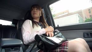 学校終わりで円光相手の車に乗り込み即はめしちゃうJKビッチwww