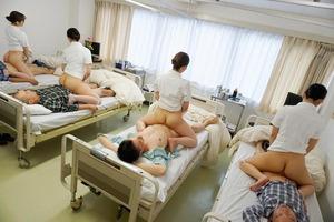 生オナホ感↑↑シャイな患者のために背面騎乗位でヌキヌキしてくれるオマ○コナースwww