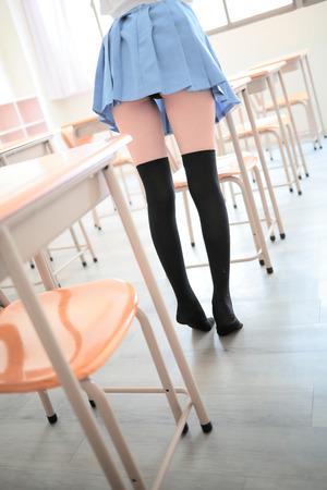 【清楚系】生足ふとももにスリスリしたい制服女子のフェチエロ画像!