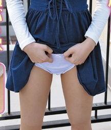 黒髪ロングな細身美少女に女児パンツ履かせて犯すとか卑猥やなwww