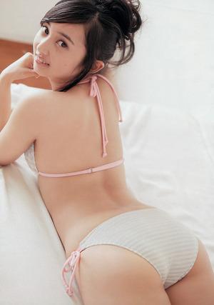 ライブライブ声優・小宮有紗ちゃんのエロ尻水着グラビア!