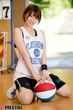 【体育会系ビッチ】バスケ歴12年!高身長でショートヘア美少女のスポブラ性交がイイ!