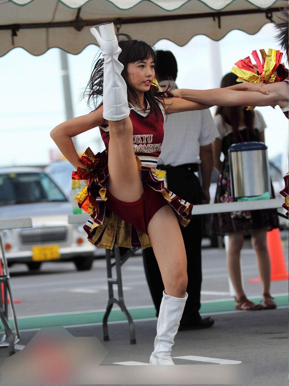 プロ野球に甲子園!チアガールの開脚ダンスはいつみてもエロいなwww