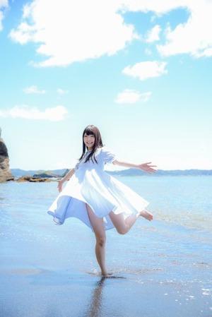 美少女と過ごす夏!季節の日差しに薄着に。グっときたエロス画像!