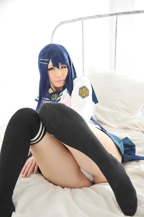 【絶対領域】ニーソ履いた女の子のエロ画像が大好きです!【脚フェチ】