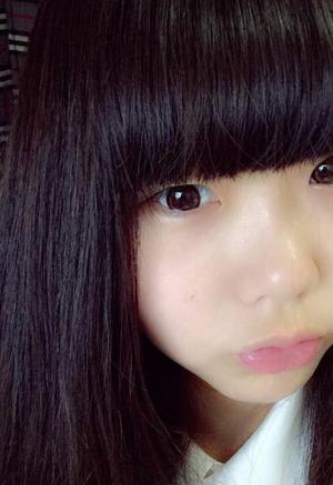 【清楚系ビッチ】ロリ顔19歳素人娘のJK制服&顔出しま○こ見せエロ自撮りwww