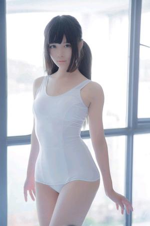 黒髪ロングへア美少女の白スクール水着は清楚感↑↑ですわwww