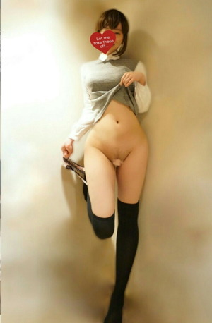 【清楚系ビッチ】制服エロス!足フェチ度↑↑なJKのグっときたエロ画像!