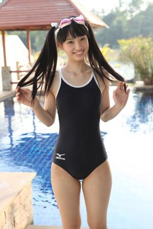 【清楚エロス】スク水ほど成長期の体を引き立てる水着はあるまい!の図
