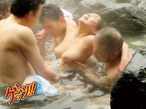 巨乳に美形。そりゃこのレベルが混浴温泉入ってきたらスケベ目的の男はちょっかいだすよねw温泉輪姦www