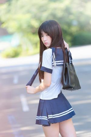 涼しげ&透明感のエロス!制服の美少女画像!