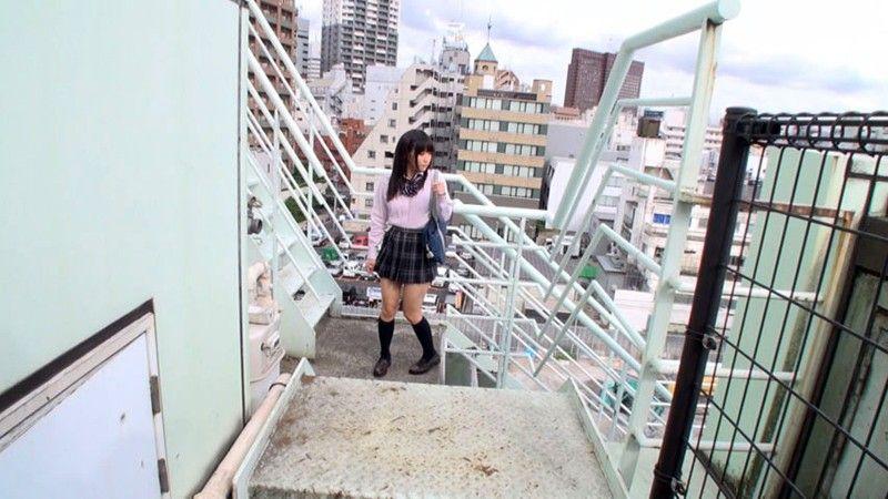 現役の高生が何気ない瞬間を捉えた街撮り画像