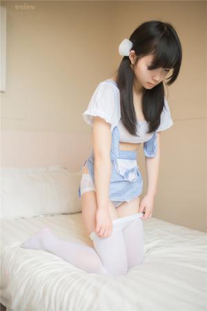 【清楚系ビッチ】清潔感↑↑な黒髪美少女のウェイトレスエロ画像!