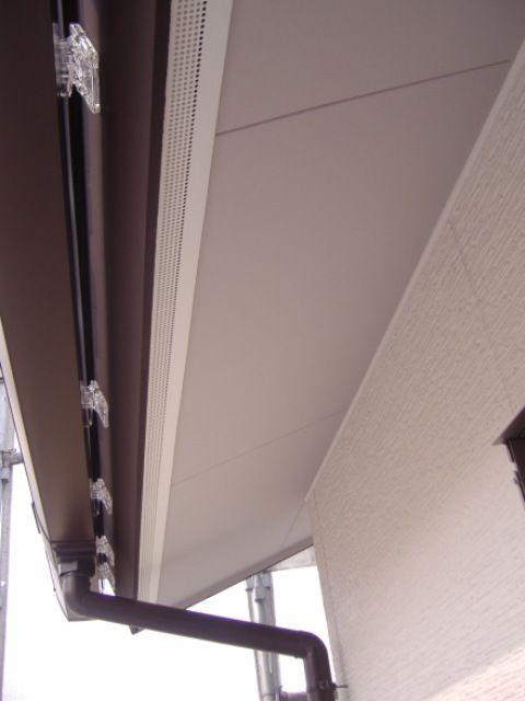国分の家・軒裏ケイカル板塗装完了
