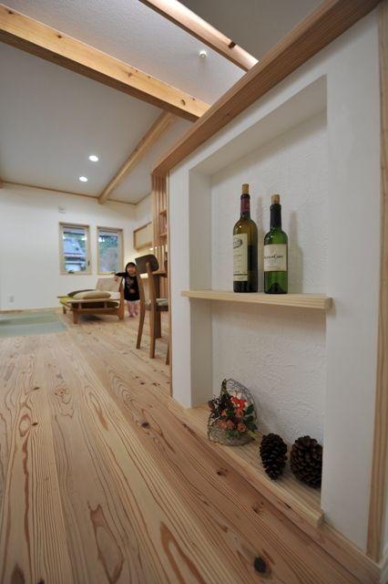 国分の家・内観 キッチン横の飾り棚