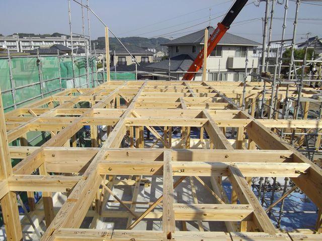 重富の家・建て方1日目1階梁