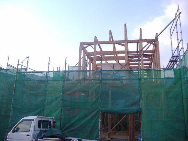 重富の家・建て方1日目棟まで上がりました。