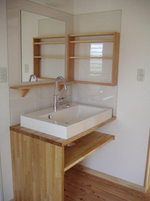国分の家・内観 造作の洗面化粧台