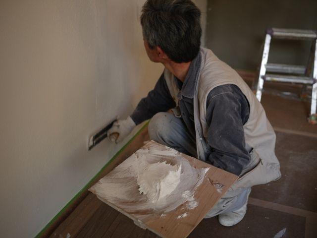 国分の家・内部漆喰塗り2
