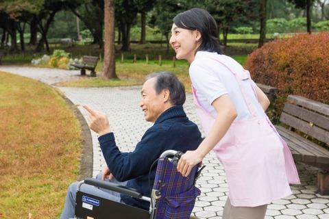 車椅子と老人2