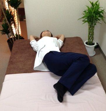 腰椎の動診 左捻転
