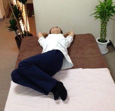 腰椎の動診 右捻転