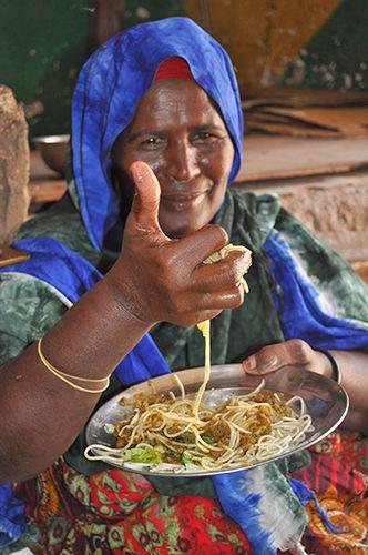 上機嫌なスパゲティおばさん