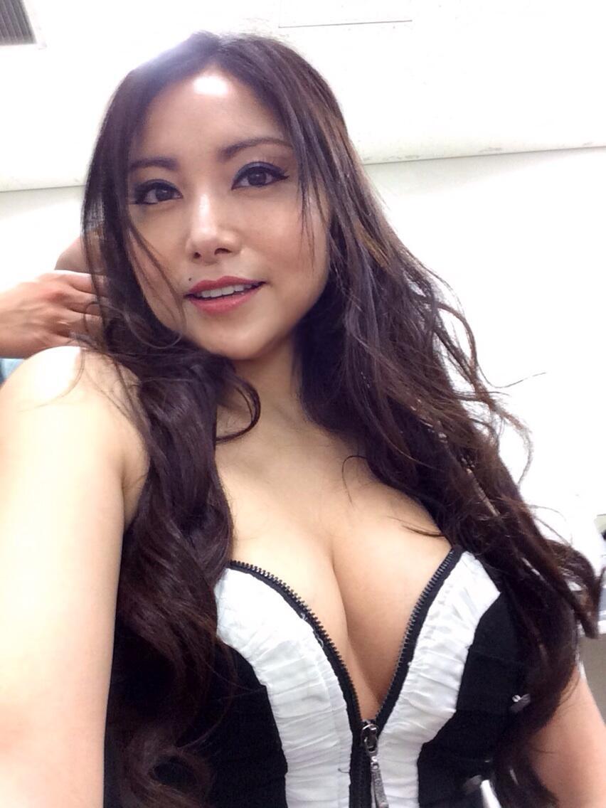 岡本綾さんの自撮り