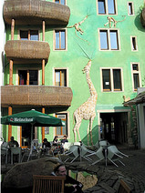 動物が描かれている(ドイツアート横丁)