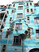 青色の壁(ドイツアート横丁)