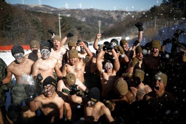 裸の韓米軍人