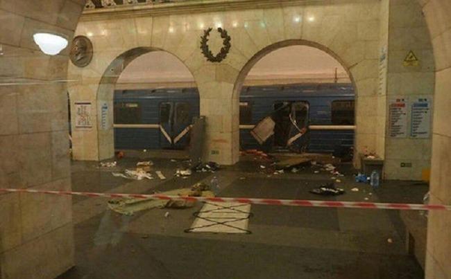 ロシアサンクトペテルブルク地下鉄でテロ