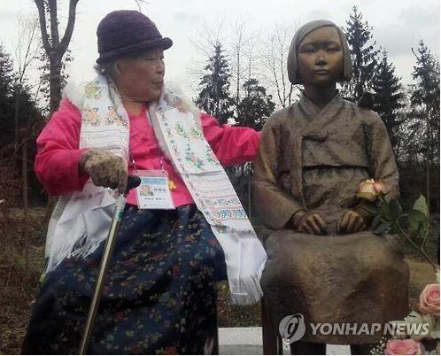 ヨーロッパ初の平和の少女像