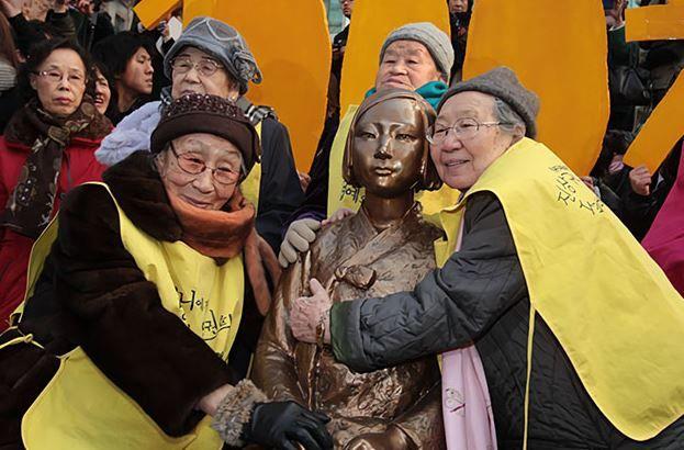 """韓国人「屈辱対日外交論議!韓国外交部が""""ソウル少女像も移転対象""""と発言!」 韓国ニュース"""