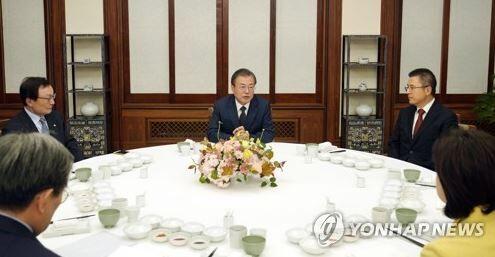 "【GSOMIA】韓国人「文在寅大統領が、""日本の経済侵奪·GSOMIA問題には超党派的協力が必要""と発言!」 韓国の反応"