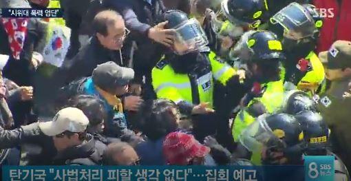 韓国警察暴力でもに厳しい処置